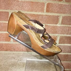 Woman's NAOT T-Strap Leather Size 8.5/39 Mid Heel